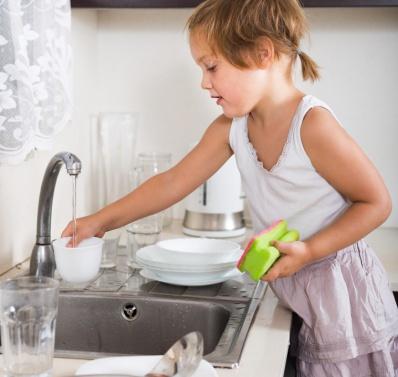 ¿A qué edad deben realizar los niños las tareas domésticas?